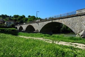 Il ponte è nuovo, il paese antico
