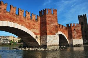 Il bellissimo ponte del castello