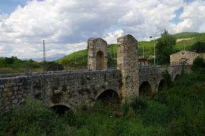"""Ponte romano ristrutturato """" malissimo """""""