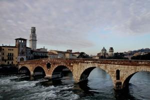l'altra faccia del Ponte Pietra