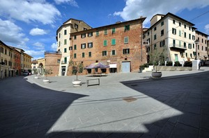 disegnando con le ombre in Piazza Matteotti