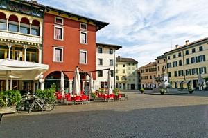 Piazza Paolo Diacono