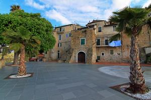 Piazza Caprera a Sasso