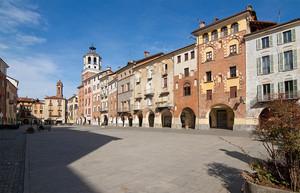 Piazza Santorre di Santarosa a Savigliano