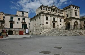 Sentori  di clausura a piazza Provenzani