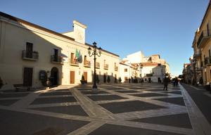 strisce incrociate in piazza dei Martiri