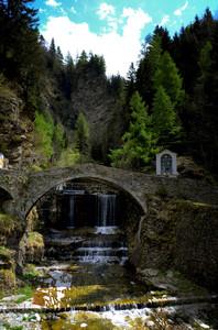 Un ponte ricco di storia in Val San Giacomo