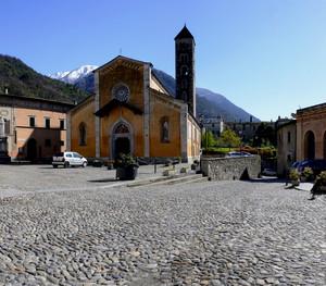Piazza Luini a Ponte in Valtellina