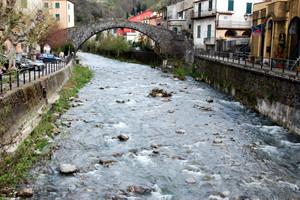 attraversando il torrente