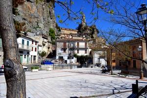 In attesa  pranzo: saggi discorsi di anziani – Piazza Olmo- Bagnoli del Trigno