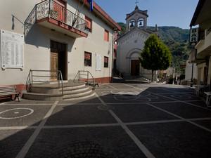 La piazza principale di cardeto
