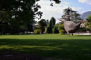 Piazza Dante con oca gigante