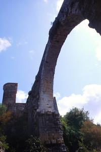 Arco del ponte del castello dell'Abbadia, Vulci