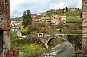 il ponte per il vecchio borgo