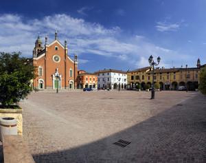 Piazza Patrioti