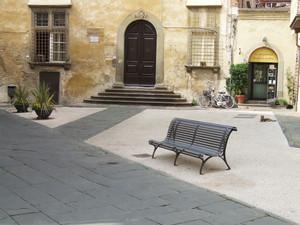 Piazza del palazzo dipinto-Lucca