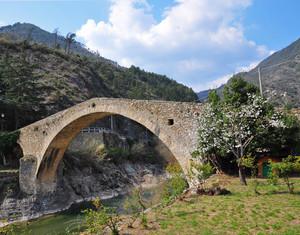Ponte romanico sul torrente Argentina
