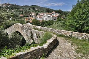 il ponte che scavalca il Prino