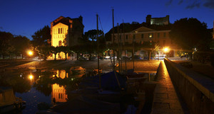 Piazza Garibaldi, Porto e castello Borromeo