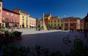 Tutti i colori della piazza