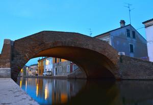 …uno sguardo sotto il ponte…
