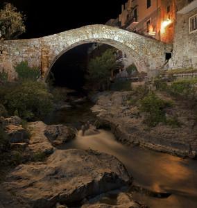 """"""" E' calata la notte sul vecchio ponte """""""