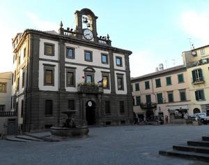 Piazza Umberto sede del Comune di Vetralla