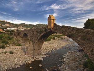Il ponte dalle sedici arcate