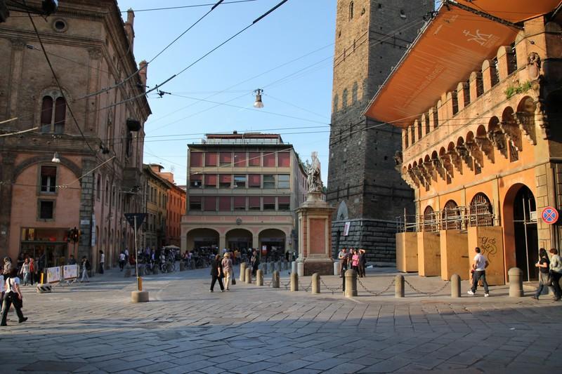 Bologna piazza di porta ravegnana - Piazza di porta saragozza bologna ...