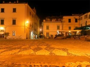 Piazza  notturna