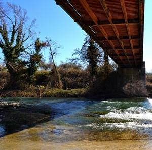 """""""Uno sguardo sotto il ponte"""" – Ponte rosso sul Volturno- Colli a Volturno (IS)."""