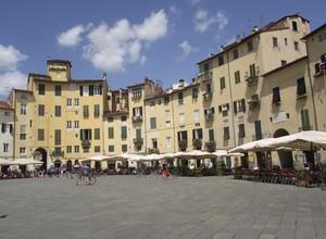 Sole sulla piazza