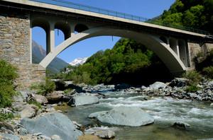 Un ponte tra Tornadù e Torre di Santa Maria