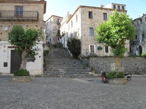 Una piazza del centro storico.