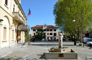 fontana e bandiere