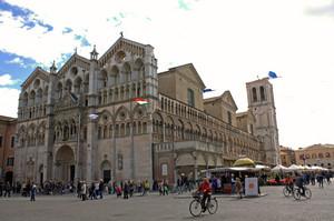 Piazza del Duomo a Ferrara