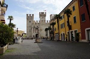 una piazza per castello…….