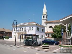Piazza a Vivaro