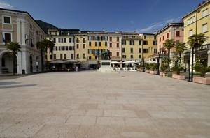 """Questa piazza è """"Piazza della Vittoria"""" non….."""