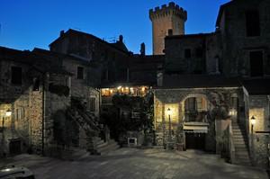 Piazza Magenta di notte…