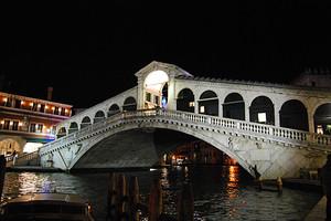 Ponte di Rialto in notturna