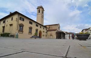000 Piazza della Chiesa con… Nonna!