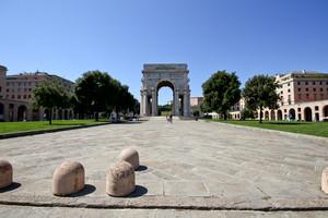 Piazza della vittoria e il suo arco