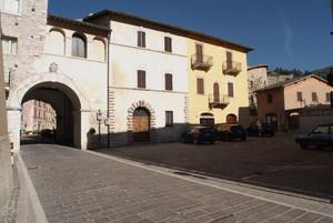 Visso (MC): piazza Garibaldi