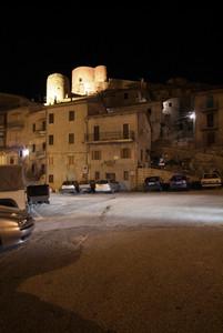 Polino (TR): piazza Guglielmo Marconi di notte