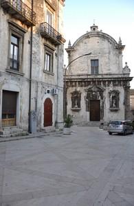 Piazza Garibaldi con la Chiesa di Sant'Eustachio
