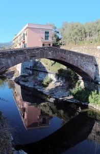 Ponte dei Doria sul Petronio