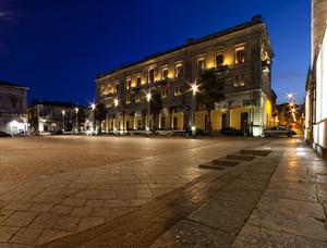Palazzo municipale e ora blu in Piazza San Pietro