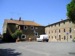 Piazza Ugo