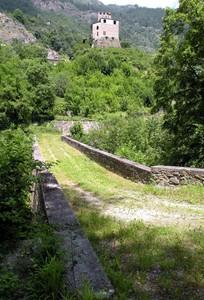 se il castello vuoi ben rimirare…questo ponte dovrai attraversare…